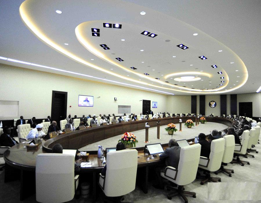 بإعلانه الأسبوع المقبل موعداً لتعيين الولاة المدنيين يكون مجلس الوزراء قد قطع خطوة في طريق إستكمال هياكل السلطة