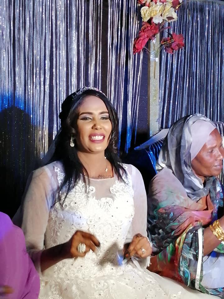 بالصور والفيديو.. زواج المطربة السودانية الشهيرة إيمان أم روابة يثير ضجة إسفيرية واسعة ويتفوق على (كورونا)