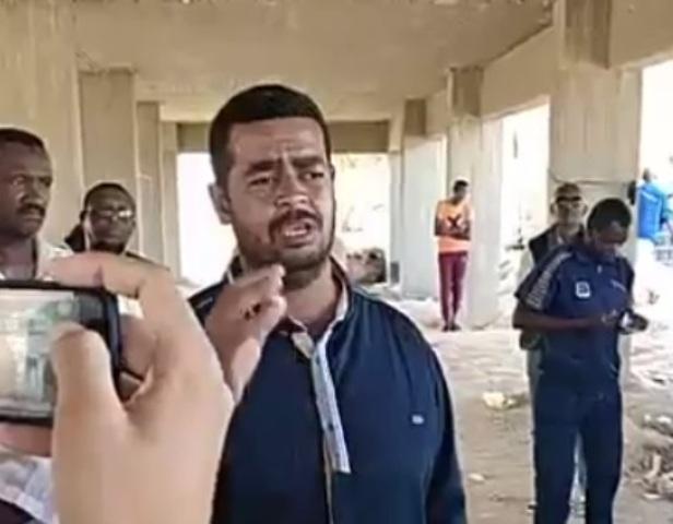 """شاهد بالفيديو كيف حكى السودانيون العالقون بالمعابر المصرية مأساتهم """" لولا الصعايدة لكنا انقرضنا"""""""