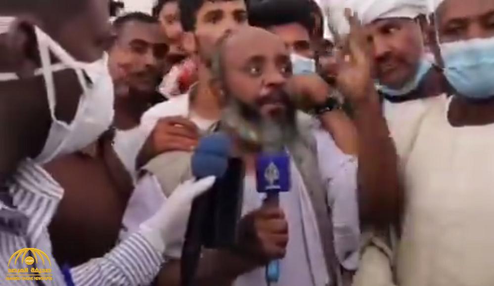"""شاهد بالفيديو : سوداني يحرج قناة الجزيرة ويدافع عن المملكة بعد قرار إعادة الباخرة"""" مسرة """" إلى ميناء سواكن !"""