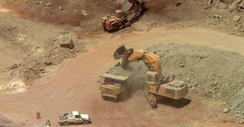 تحويل (160) حفرة ذهب كبيرة إلى شركات تعدين صغيرة