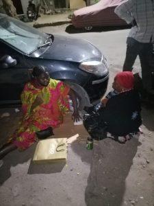 بالصورة: تصاعد معاناة السودانيين العالقين في القاهرة إثر تأجيل رحلات الطيران.. الآلاف يفترشون الشوارع