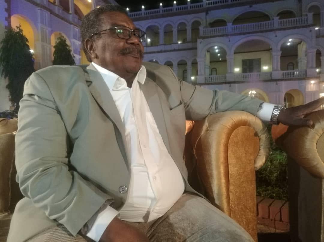 بكلماتٍ حزينة ومشاعر مؤثرة المسرحي «السر السيد» ينعي أستاذه «عثمان جمال الدين»