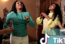 صورة شاهد بالفيديو .. رقص مثير وملابس خليعة لفتيات سودانيات في فيديو كليب يثير ضجة واسعة ويشعل غضب الأسافير